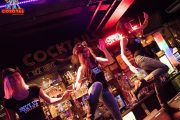 Танцы на стойке в баре Койот в Праге