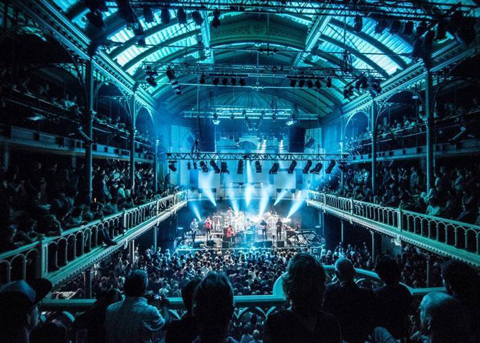 на фото: клуб Paradisco в Амстердаме